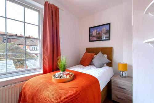 A bed or beds in a room at Canterbury Hidden Gem