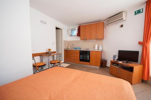 A kitchen or kitchenette at Apartment Lena