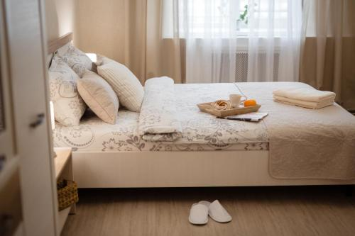 A bed or beds in a room at Brest Central Apartment