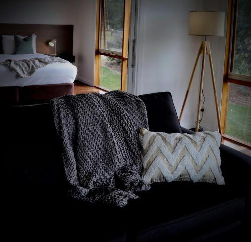 Säng eller sängar i ett rum på Yering Gorge Cottages