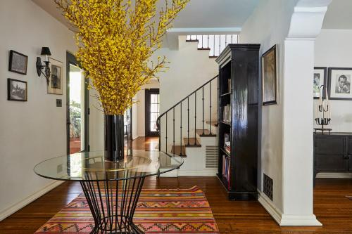 The lobby or reception area at Veeve - Hollywood Heights Family Home
