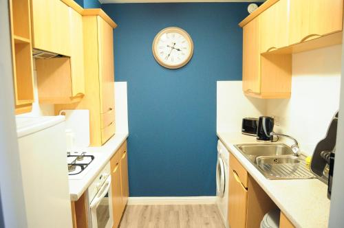 A kitchen or kitchenette at Home Stay in Alexandra Parade – near City Centre