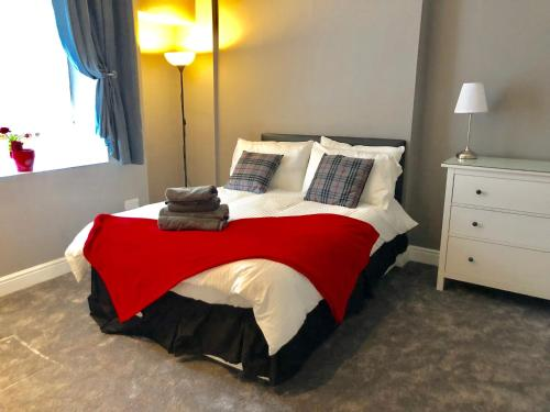 A bed or beds in a room at Apartment on the Parade