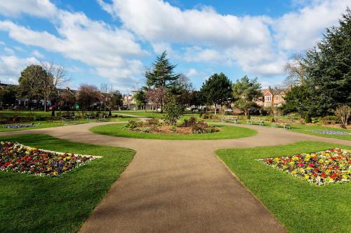 A garden outside Veeve - Wimbledon Greens