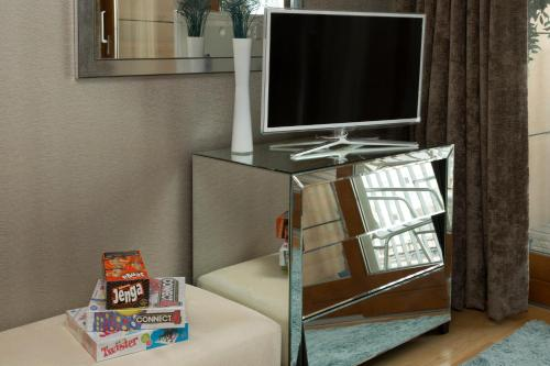A television and/or entertainment center at Exclusive Tower Bridge Apartment