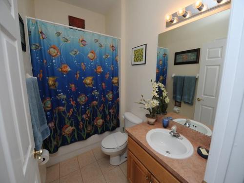 Salle de bains dans l'établissement Cumbrian Lakes 25