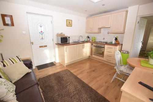 A kitchen or kitchenette at Little Rushbrook Cottages