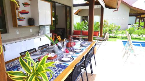 A restaurant or other place to eat at Dhea Oka Beach