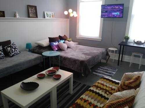 A bed or beds in a room at Bougie Flat Studio at Palmer Park