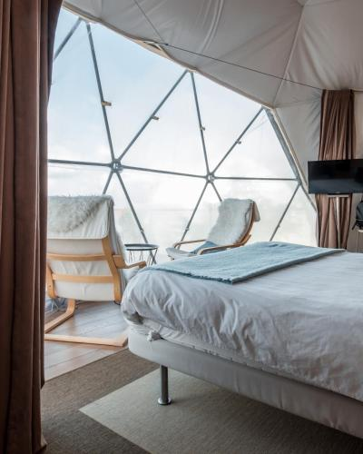 A bed or beds in a room at Natura Glamping