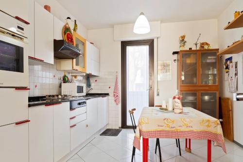 A kitchen or kitchenette at Casa Giana
