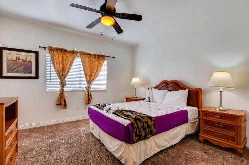 A bed or beds in a room at COMFORT HOMES LV