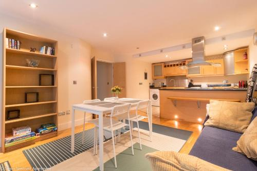 A kitchen or kitchenette at Siems Serviced Apartment in Canary Wharf