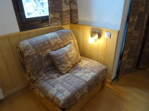 A bed or beds in a room at Studio in Reberty - - 1 lift access to VT & Meribel!