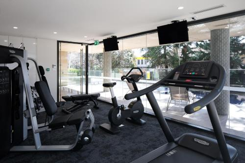 The fitness center and/or fitness facilities at Knightsbridge Canberra