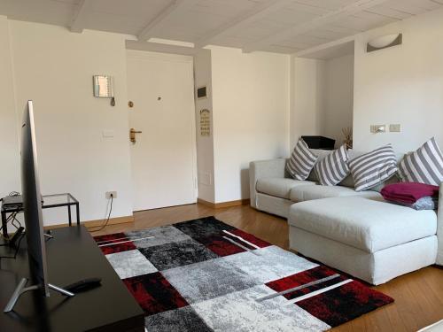 A seating area at Appartamento Brera