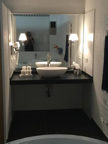 A bathroom at Apartment mit Burgblick im Grünen, Familie Held