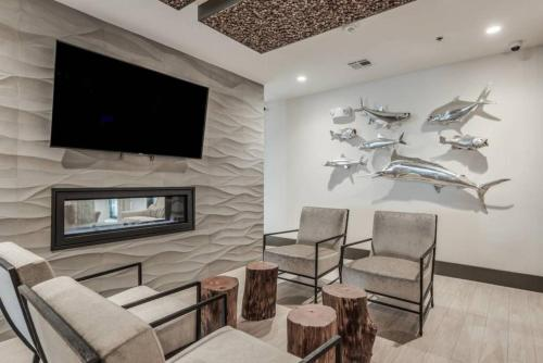 A seating area at ResortStyle Luxurious Furnished ApartmentM23