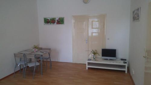 A television and/or entertainment center at Apartmán v centru Písku