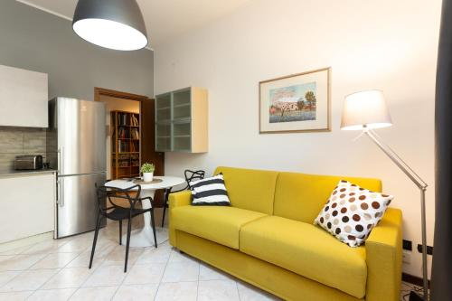 A seating area at Cozy studio apartment in Milan Downtown