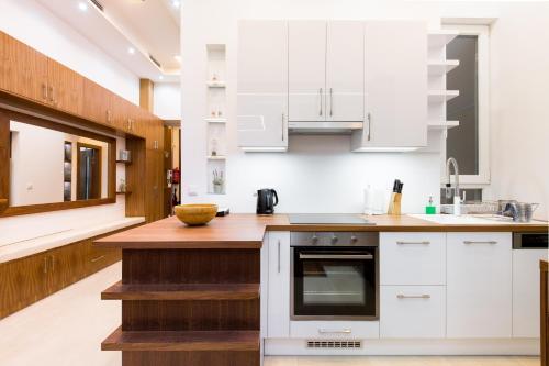 A kitchen or kitchenette at Levendula Apartment