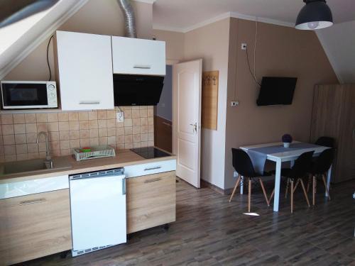 A kitchen or kitchenette at Álom Apartman