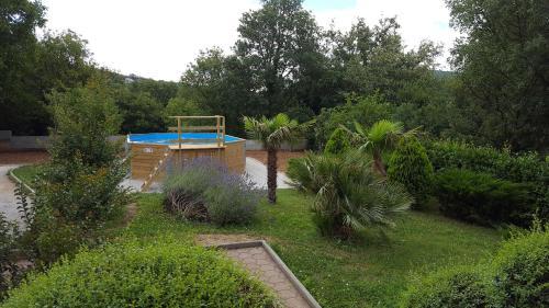 Pogled na bazen v nastanitvi House VILLA FLORIJAN oz. v okolici