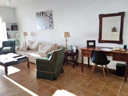 A seating area at Apartment Encanto Andaluz