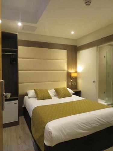 Un ou plusieurs lits dans un hébergement de l'établissement Glendale Hyde Park Hotel