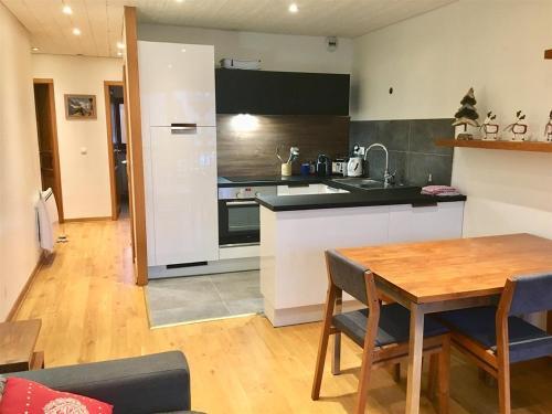 A kitchen or kitchenette at Chamonix Mont Blanc Appartement
