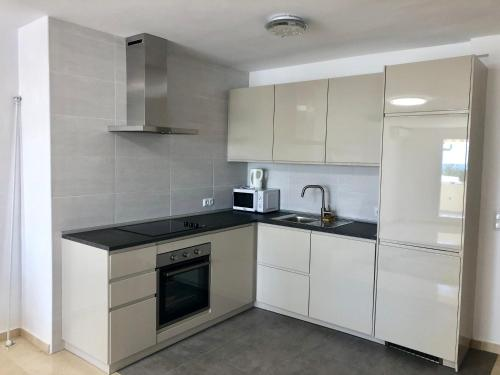 A kitchen or kitchenette at Apartment Puerto Paraiso Estepona Seaview for 5 People