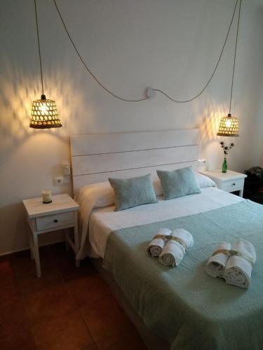 A bed or beds in a room at Hostal Sa Posada Set Cales
