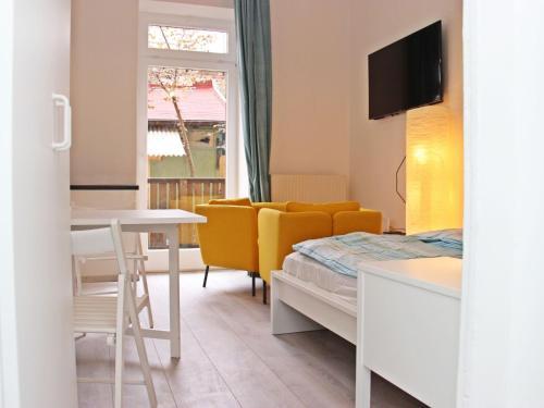 Un ou plusieurs lits dans un hébergement de l'établissement Apartment Glasmalerei.3