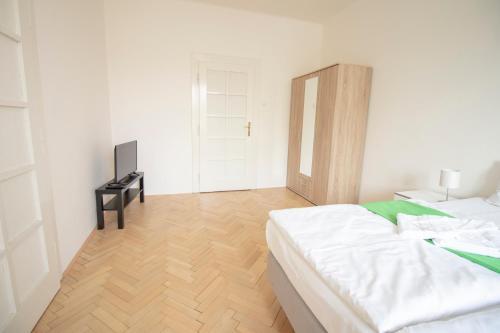 Tempat tidur dalam kamar di Hradcany apartment