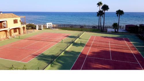 Tennis- en/of squashfaciliteiten bij Mansion Alhamar of in de buurt
