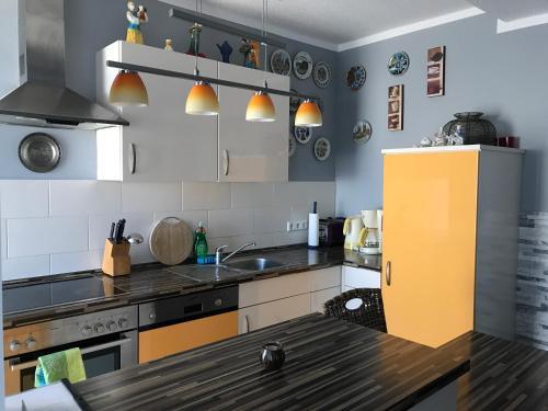 A kitchen or kitchenette at Ferienwohnung Koblenz