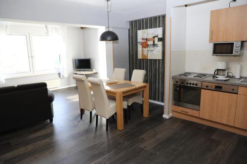 A kitchen or kitchenette at Appartementhaus Vierjahreszeiten