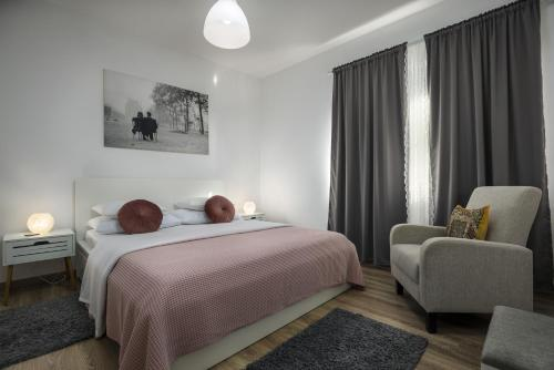 A bed or beds in a room at Apartman Anastazija