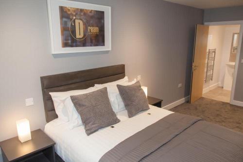 Кровать или кровати в номере Dream Apartments Quayside