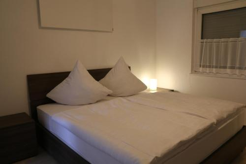 Wdwell房間的床