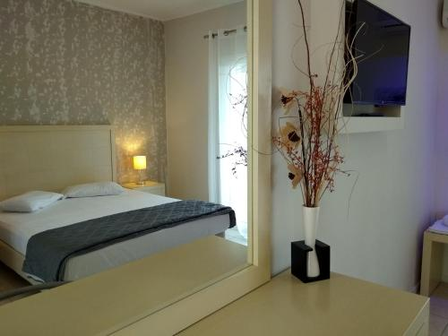 A bed or beds in a room at Sole e Mare Apartments