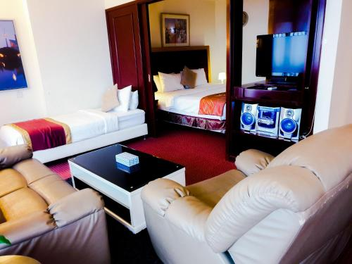 A seating area at KL Diamond Suites @times Square