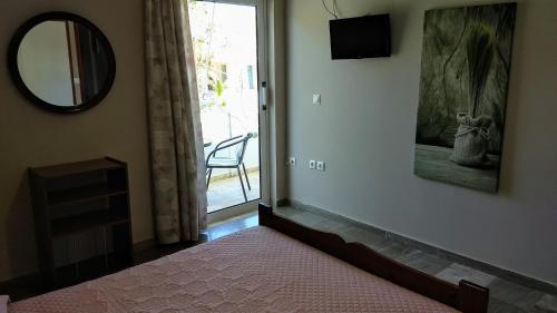 Μια τηλεόραση ή/και κέντρο ψυχαγωγίας στο Marina Rooms