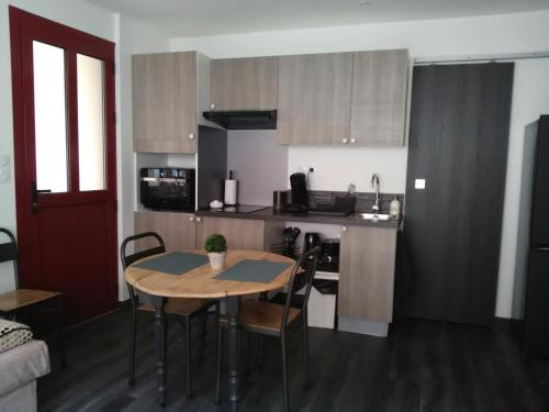A kitchen or kitchenette at Duplex/Beauval & Châteaux