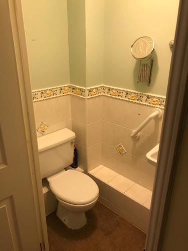 A bathroom at cosy beautiful two bedroom apartment