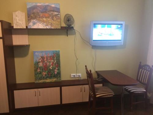 Телевізор і / або розважальний центр в Центрова квартира №2 біля пошти з усіма зручностями