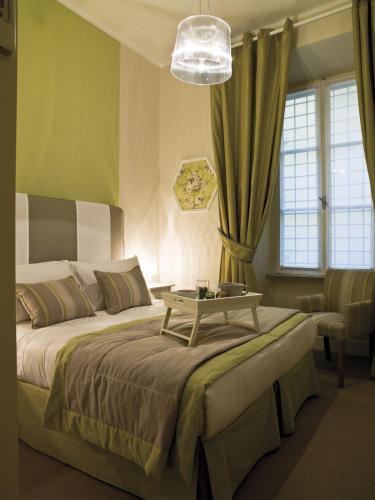 A bed or beds in a room at Le Stanze Di Orazio