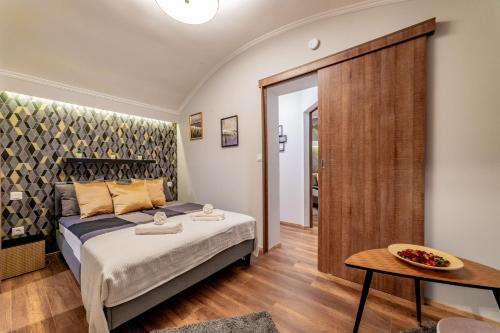 Łóżko lub łóżka w pokoju w obiekcie Diamond Residence - Holy King Apartment