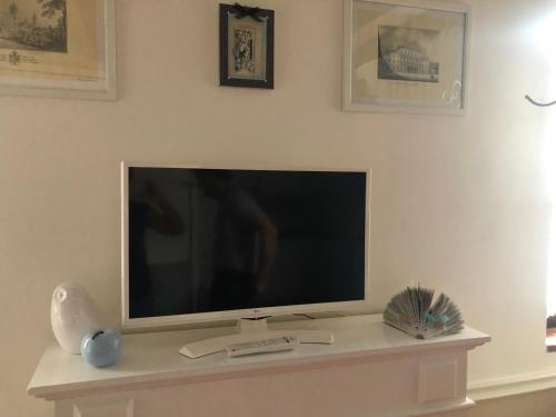A television and/or entertainment center at MANSARDA57