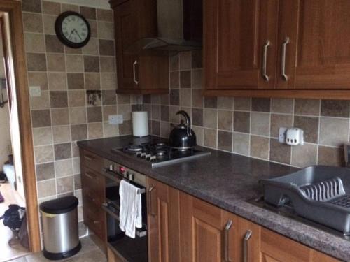 A kitchen or kitchenette at 26 Ashgrove Crescent